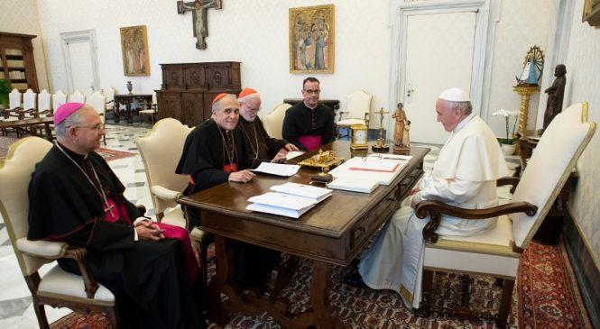Papa Francis yabwiwe amagambo akomeye n' Umuyobozi wa Kiliziya Gatolika muri USA