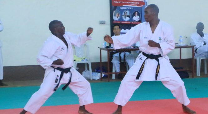 Amahugurwa yatangwaga na zimwe mu mpuguke muri Karate yashojwe hazamurwa abatsinze ibizamini hanatangwa bimwe mu bihembo bitandukanye.