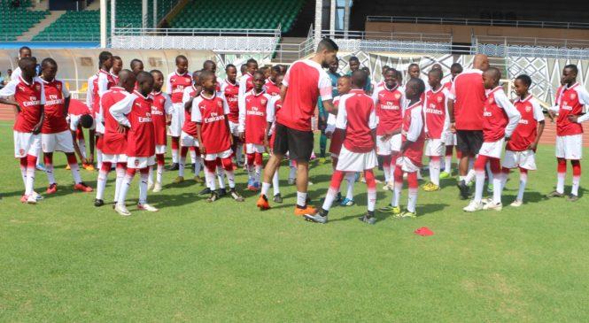 Abatoza baturutse muri Arsenal FC bari mu Rwanda mu gushyira muri gahunda ya Visit Rwanda.