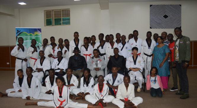 Ishyirahamwe rya Taekwondo mu Rwanda (RTF) ryatanze imikandara izamura abakinnyi muntera kubasaga 25 bari bitabiye aya mahugurwa.