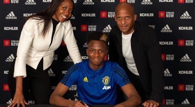 Umuhungu ubyarwa nu wahoze ari myugariro w'Amavubi Flits Emeran Nkusi kuri ubu ni umukunnyi wa Manchester United
