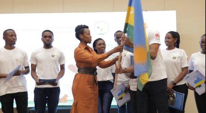 Abanyarwanda bagiye mu Bushinwa muri seeds for the Future basezeweho na Minisitiri Paula