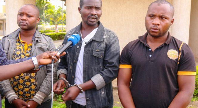 Mu mujyi wa Kigali:Polisi yerekanye abagabo batatu biyitaga abapolisi bakambura abaturage