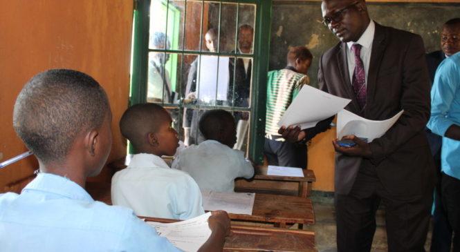 Dr. Ndayambaje Irénée uyobora REB yagiriye inama abarimu bigisha batarize uburezi