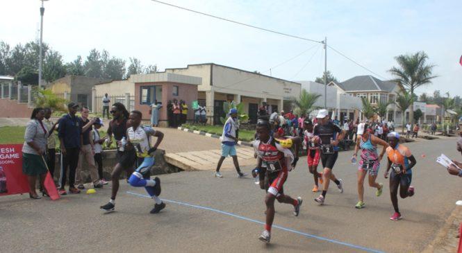 Mu ishyirahamwe ry'imikino ya Triathlon ikomatanyije kwiruka koga no gutwara igare haraka umuriro.