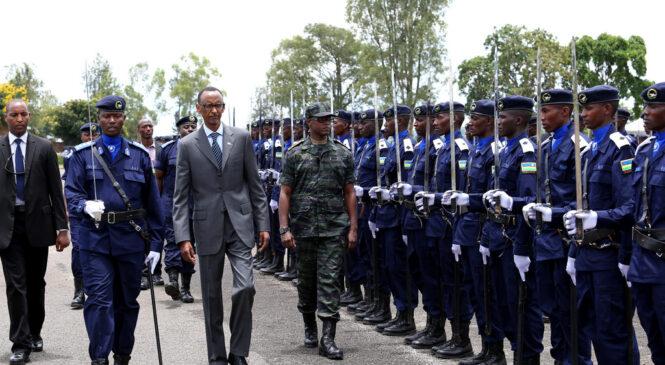 Perezida Kagame yazamuye mu ntera abapolisi 2282, hari n'abashyizwe mu kiruhuko cy'izabukuru