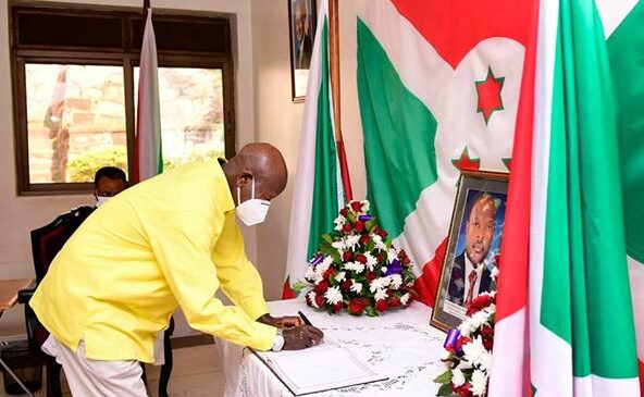 Museveni yunamiye Pierre Nkurunziza,Amushimira ku inama yamugiriye akava mu ishyamba u Burundi bukagira amahoro