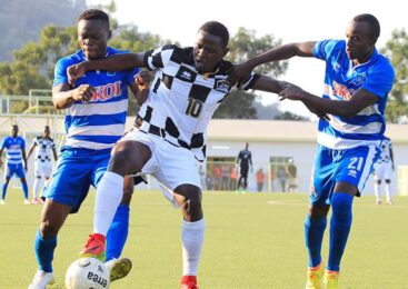 Rayon Sports yemeranyijwe na Muhadjili Hakizimana kubakinira umwaka umwe