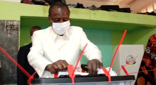 Guinée : Amatora y'Umukuru w'Igihugu yitabiriwe ku cyigero cya 75%