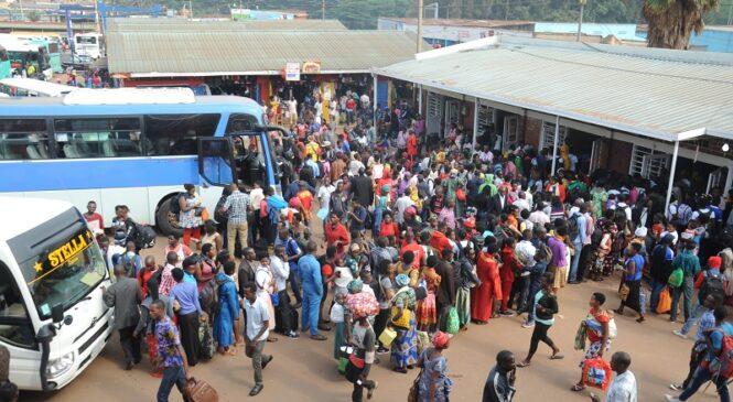 Guverinoma yahagaritse ingendo zihuza uturere n'izihuza uturere na Kigali