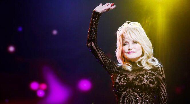 Umuhanzikazi Dolly Parton wakunzwe cyane mu njyana ya Country Music