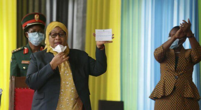 Perezida Samia Suluhu yasabye Abatanzania bose nabo kwikingiza