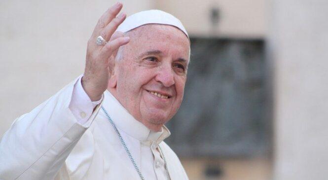Papa Francis arashimira buri wese wamusengeye mu burwayi bwe